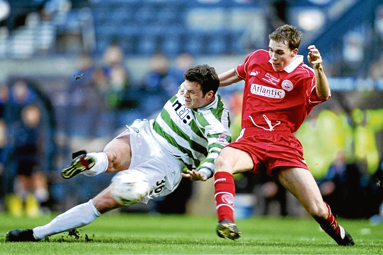 Russell Anderson battling former Celtic ace Mark Viduka.