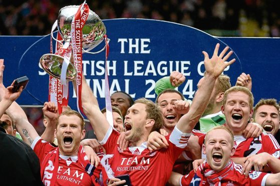 Mark Reynolds, left, when Aberdeen lifted the 2014 League Cup.