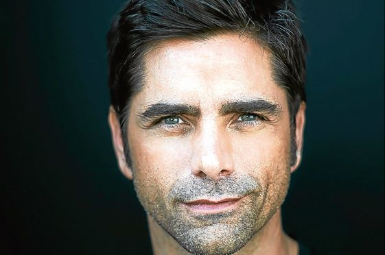 John Stamos is to perform with The Beach Boys.