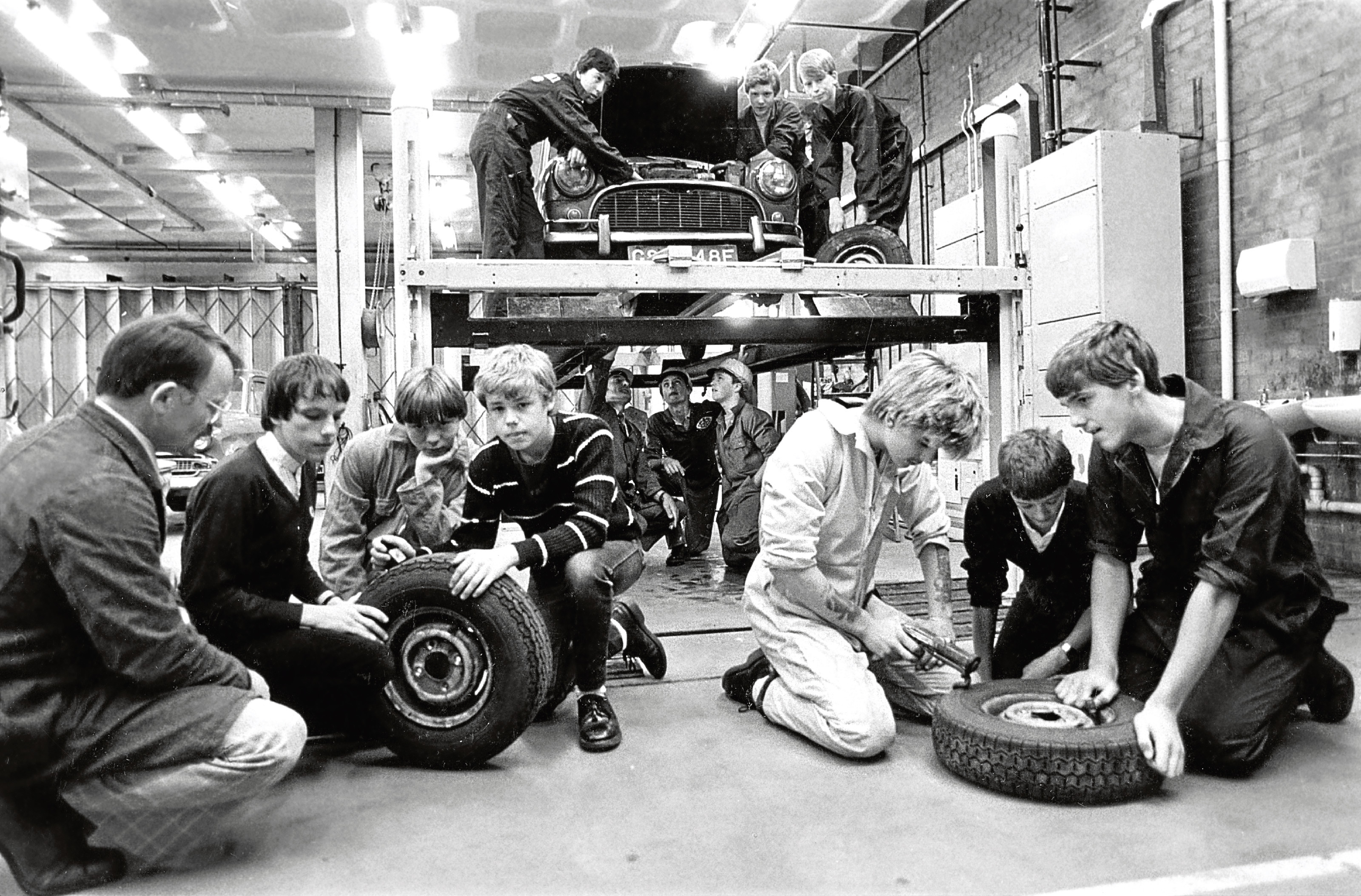 1983:  Youngsters taking part in the Vocational Studies in Motor Vehicle Engineering course.