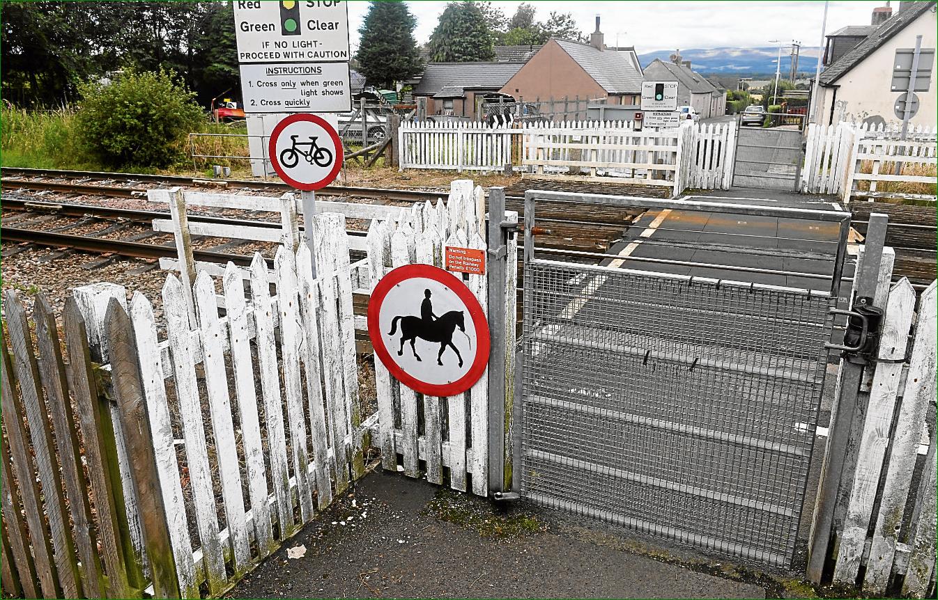 Safety: A level crossing at Gardenstoun Street, Laurencekirk.