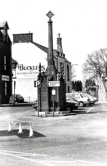 1991: Turriff Market Cross at the crossroads in the bustling North-east market town.