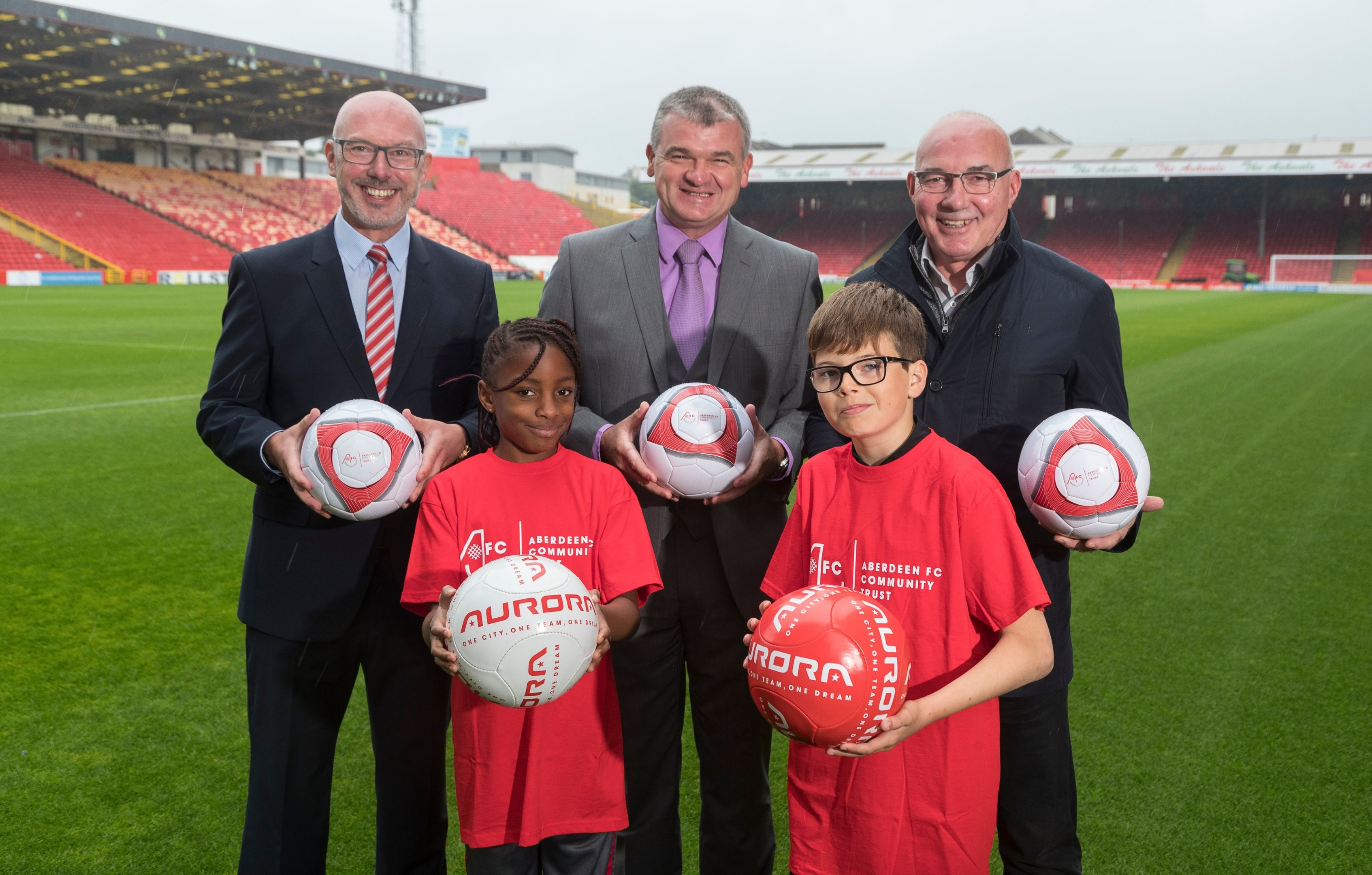 Launching the Aurora campaign today were, from back left, Ally Prockter, Paul Lawrie and Willie Miller. Front row, Esther Zubi- Emele, 8, and Ryan Anderson, 11.