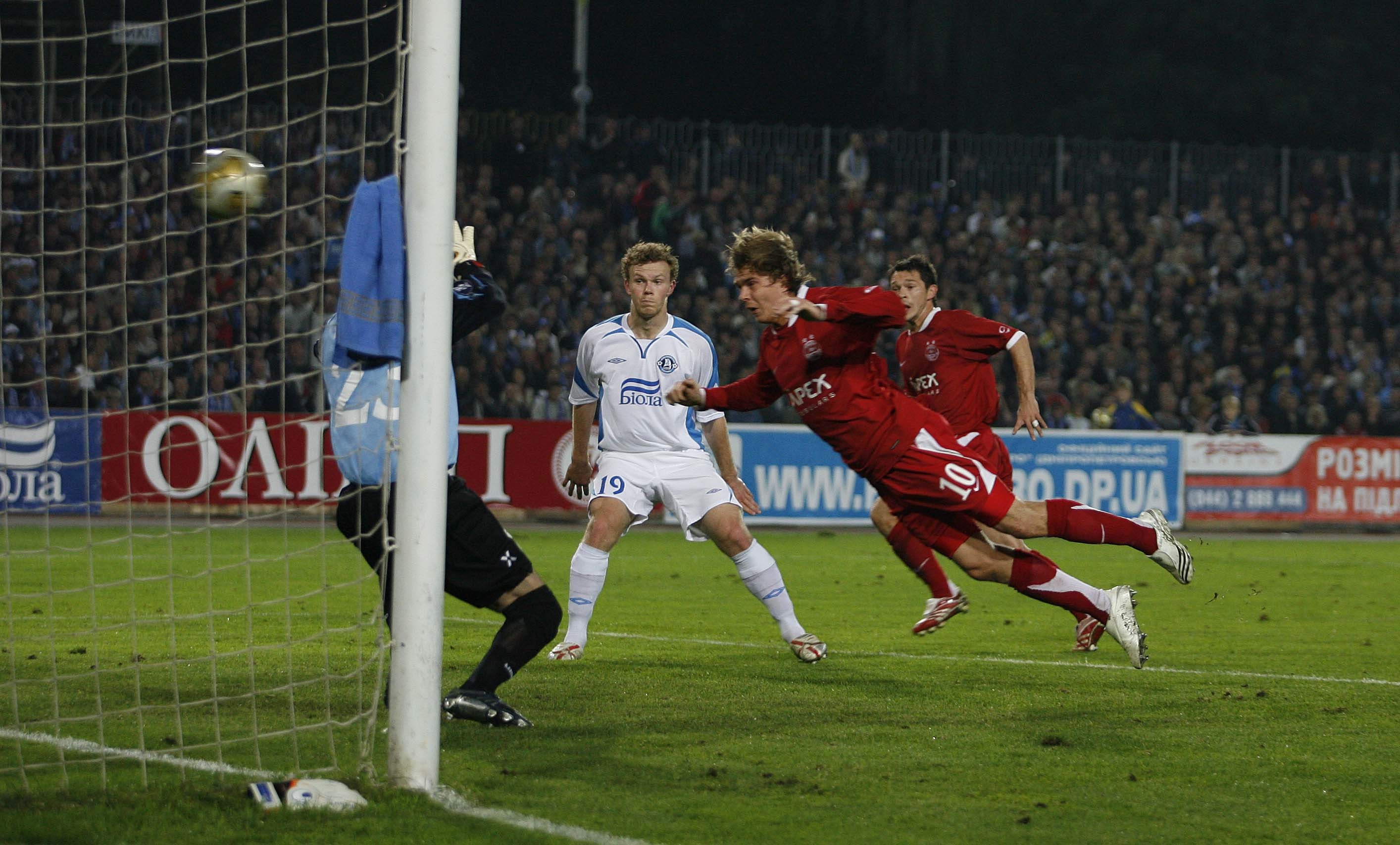 Darren Mackie scores Aberdeen's million-pound goal against Dnipro.