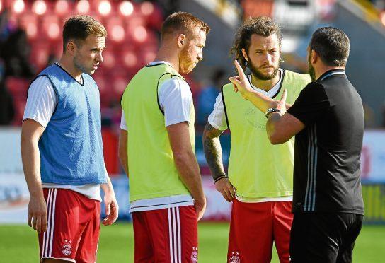 Aberdeen manager Derek McInnes speaks with Greg Stewart, Adam Rooney, and Stevie May.