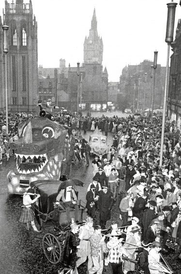 1962: The crowds turn out for the start of the 1962 procession from the Marischal College quad.