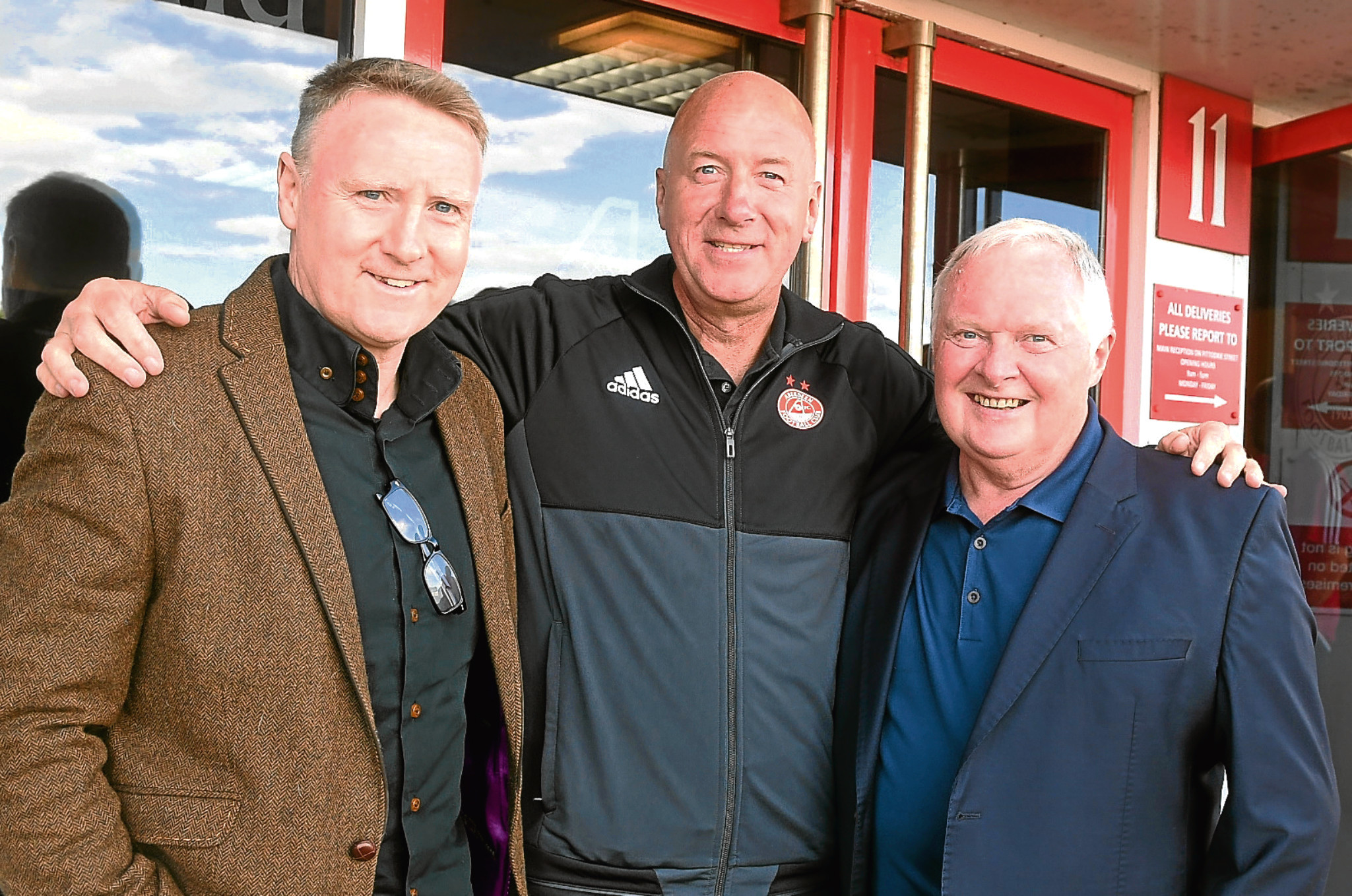 Simmie, centre, with fellow Dons heroes Stewart McKimmie, left, and Joe Harper, right.