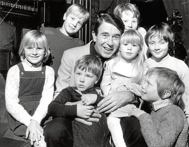 1984: TV star Leslie Crowther meets his young fans in a break from his role as Buttons in Cinderella.