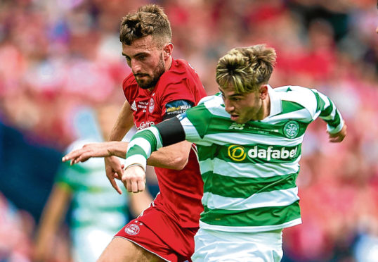 Celtic's Patrick Roberts holds off Aberdeen's Graeme Shinnie in the 2017 Scottish Cup final.