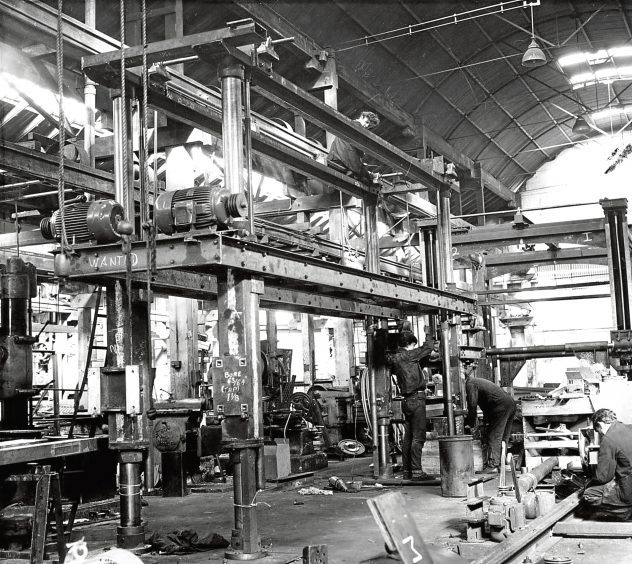 1967: A granite wire saw and a granite swing under construction at Cassies, Aberdeen.