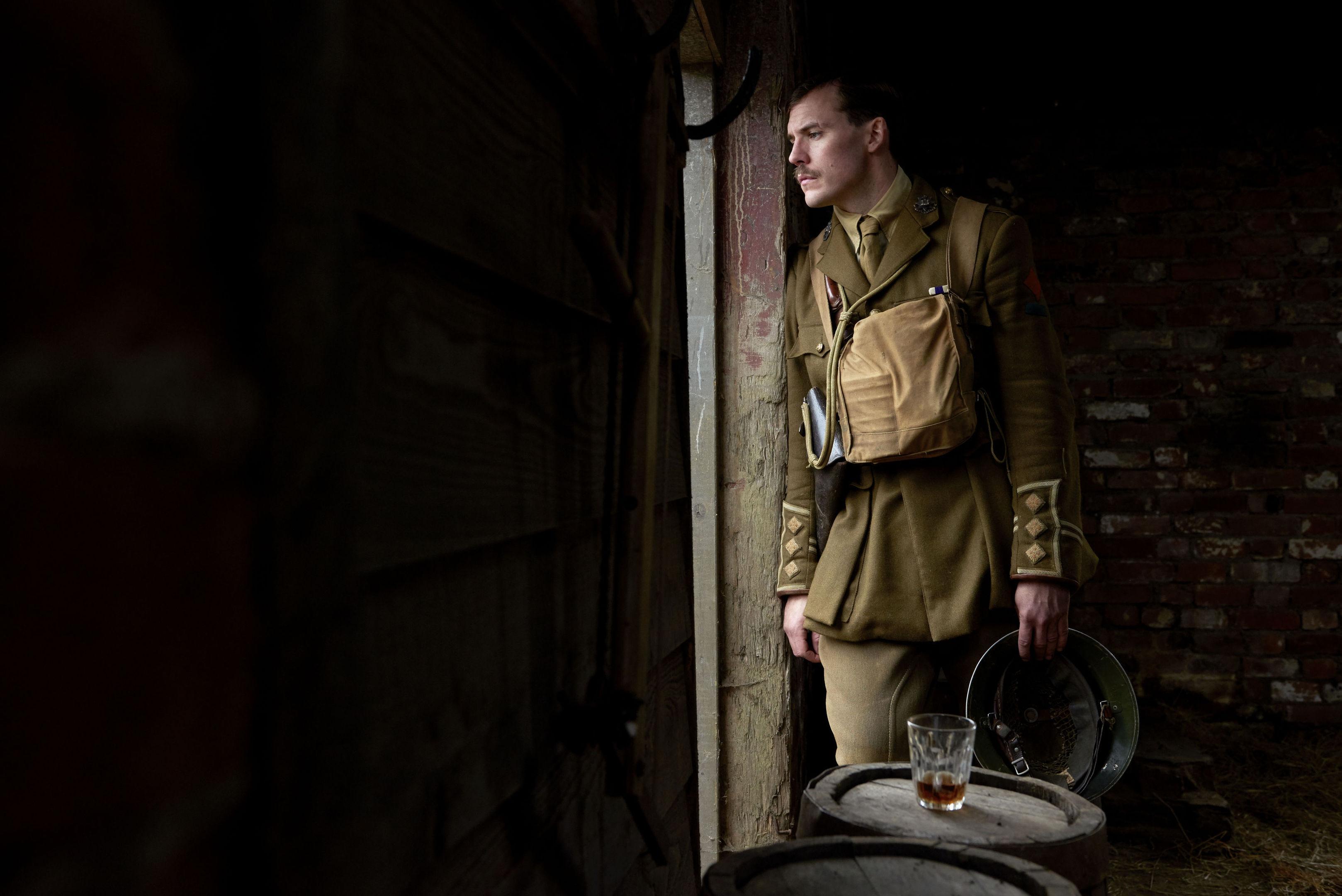 Sam Claflin as Captain Stanhope.
