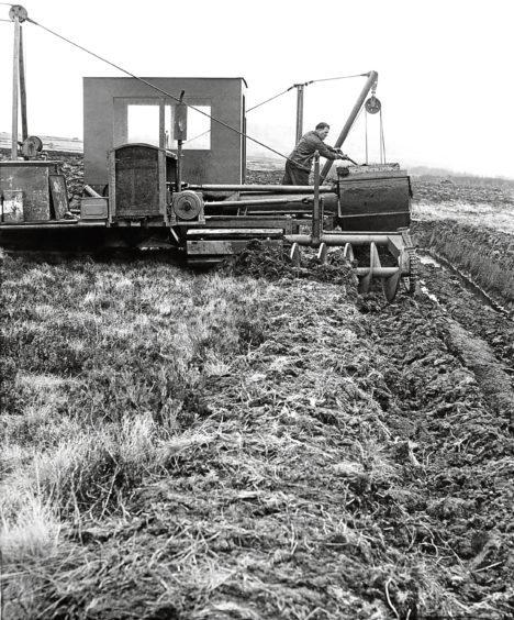 1986: George Gow on a peat cutting machine near New Pitsligo.