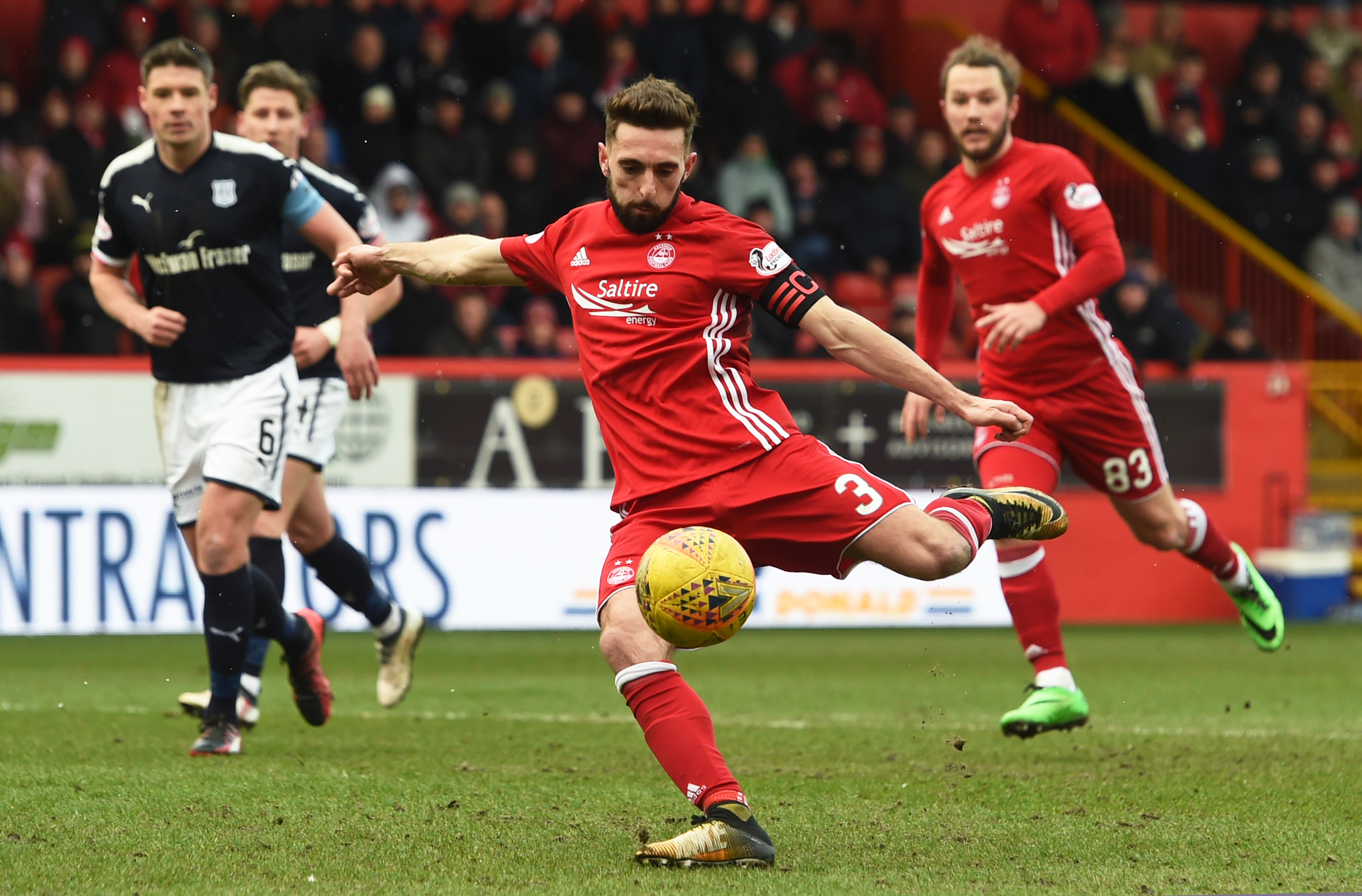 Aberdeen Captain Graeme Shinnie scores to make it 1-0.