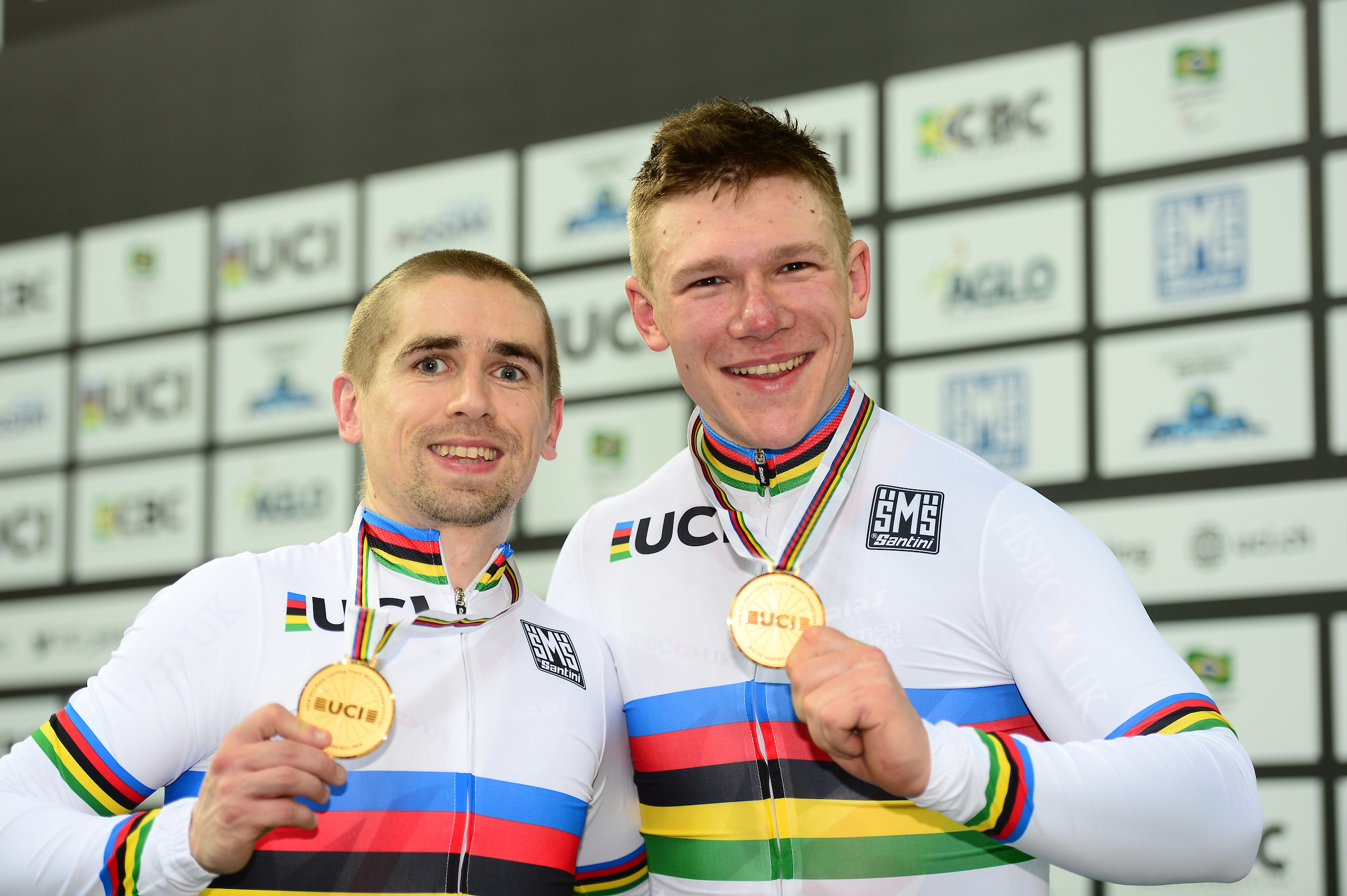 Fachie and Rotherham, right, with their kilo gold medals at the 2018 worlds.