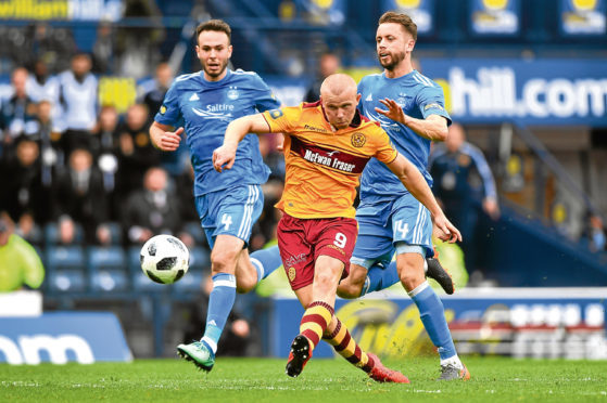 Curtis Main in Motherwell colours terrorising the Dons at Hampden.