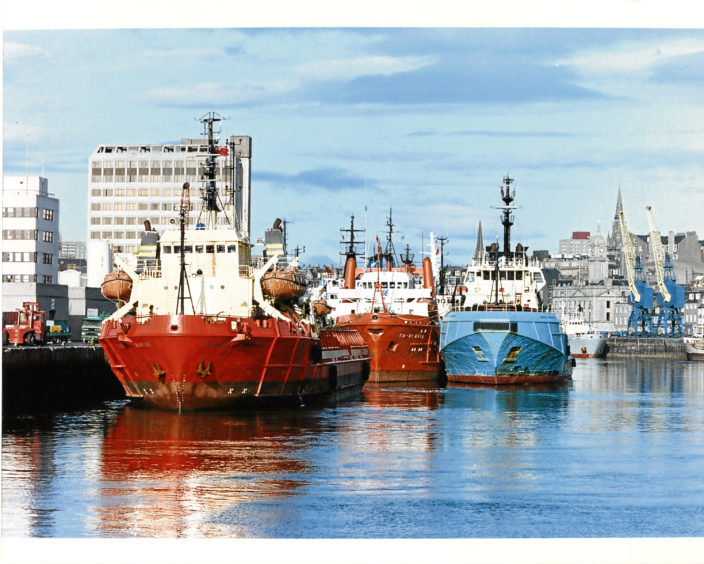 1992: Supply boats berthed in Aberdeen Harbour