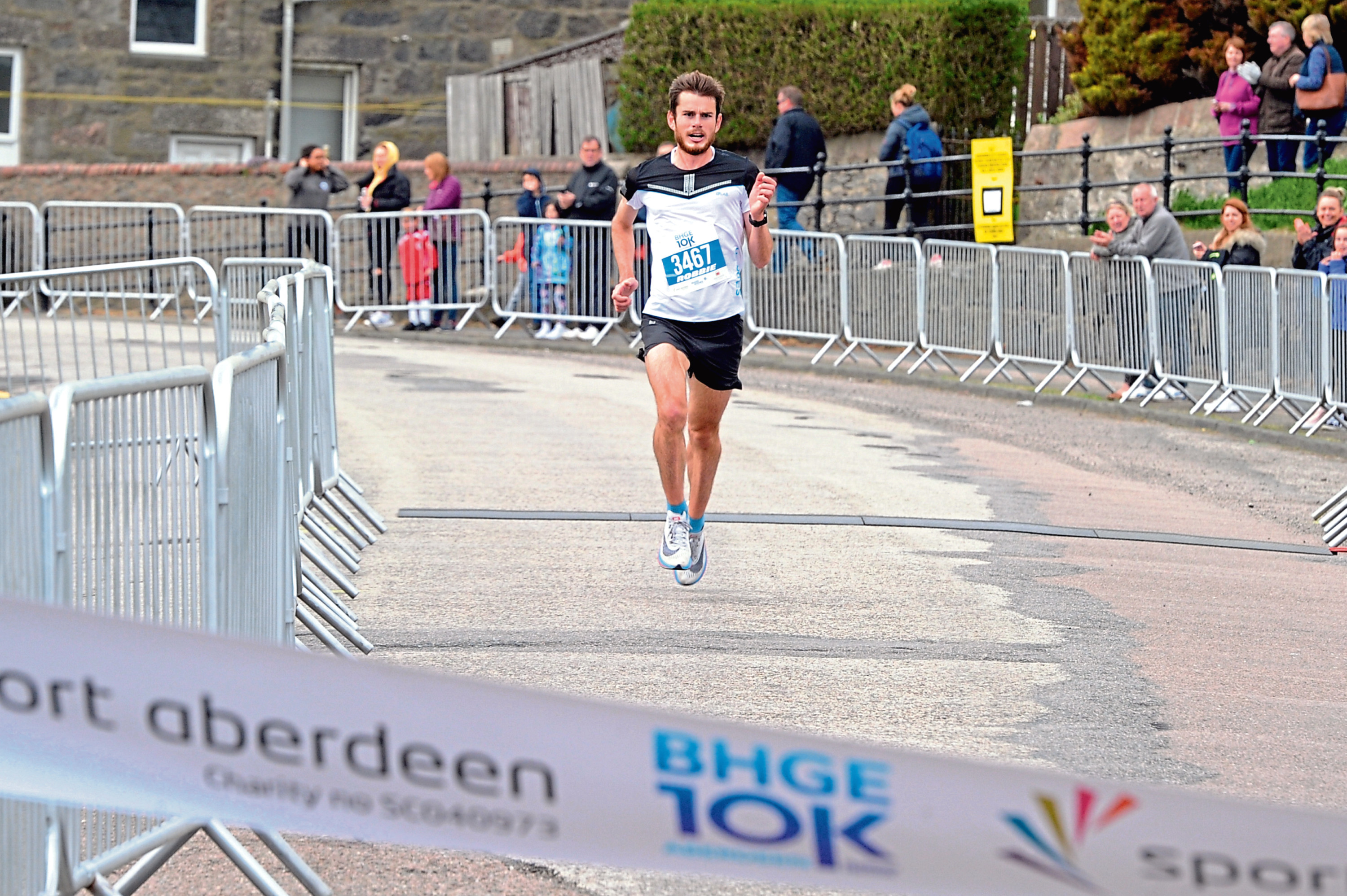 The Baker Hughes 10K Road race at the beach, Aberdeen. In the picture is the winner Robbie Simpson crossing the line. Picture by Jim Irvine  20-5-18
