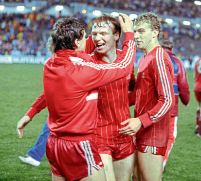 Alex McLeish (centre) celebrates the European Cup Winners' Cup Final win with Eric Black (left) and Neale Cooper.