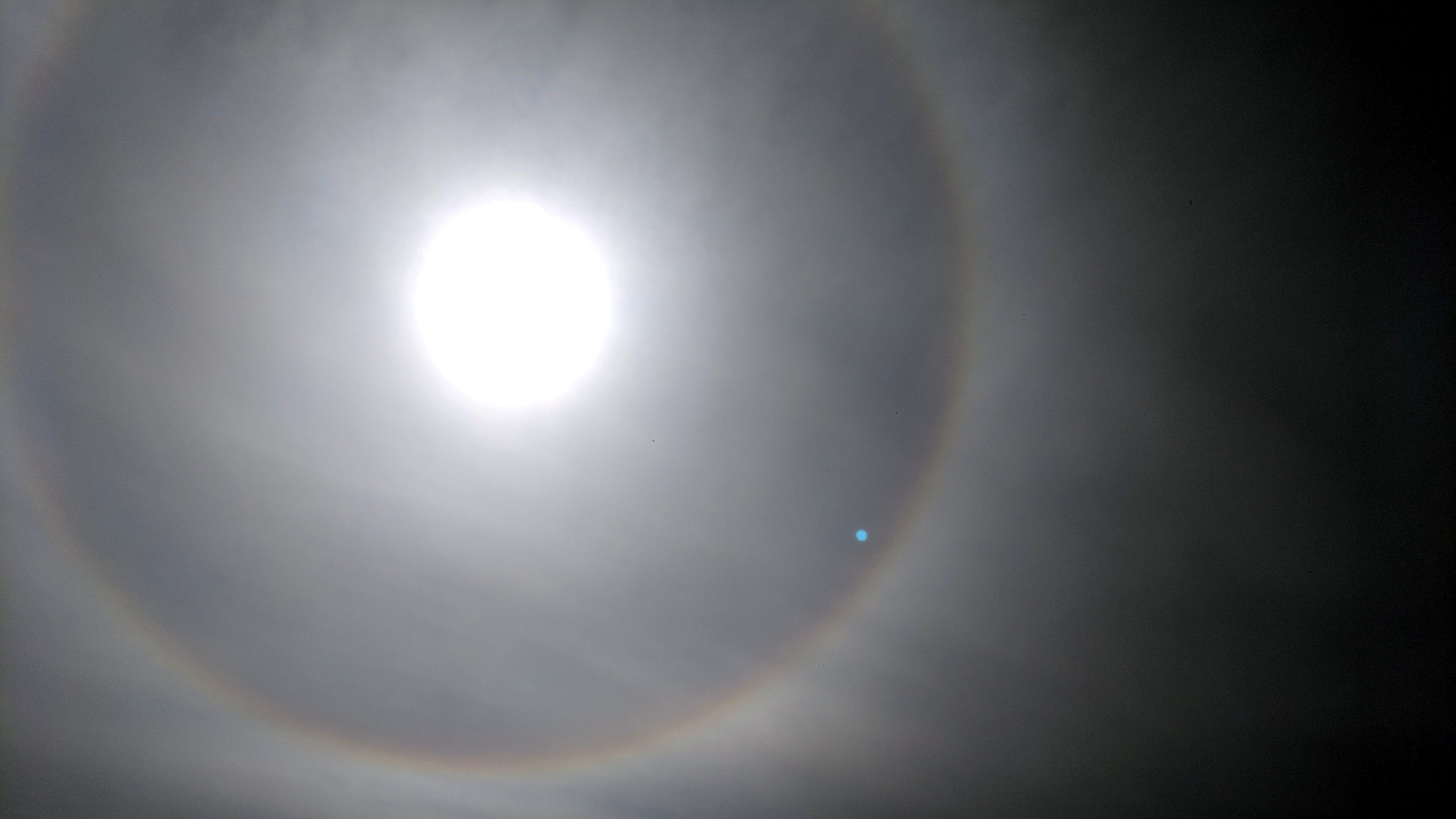 The halo effect is clearly visible in this image.