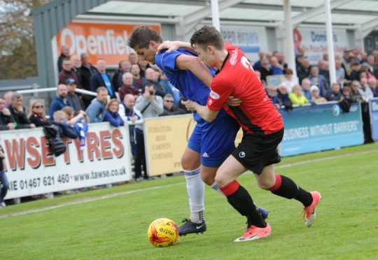 Pyramid Play off Competition (League 2) Final 1st Leg. Cove Rangers (blue) v Cowdenbeath FC (red) at Harlaw Park. Cove Daniel Park and Cowdenbeath Harvey Swann. Picture by COLIN RENNIE May 5, 2018.