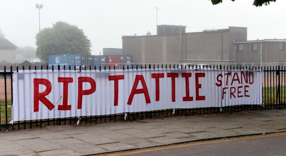 Tributes outside Pittodrie Stadium for Neale Cooper 29/05/18 Picture by HEATHER FOWLIE