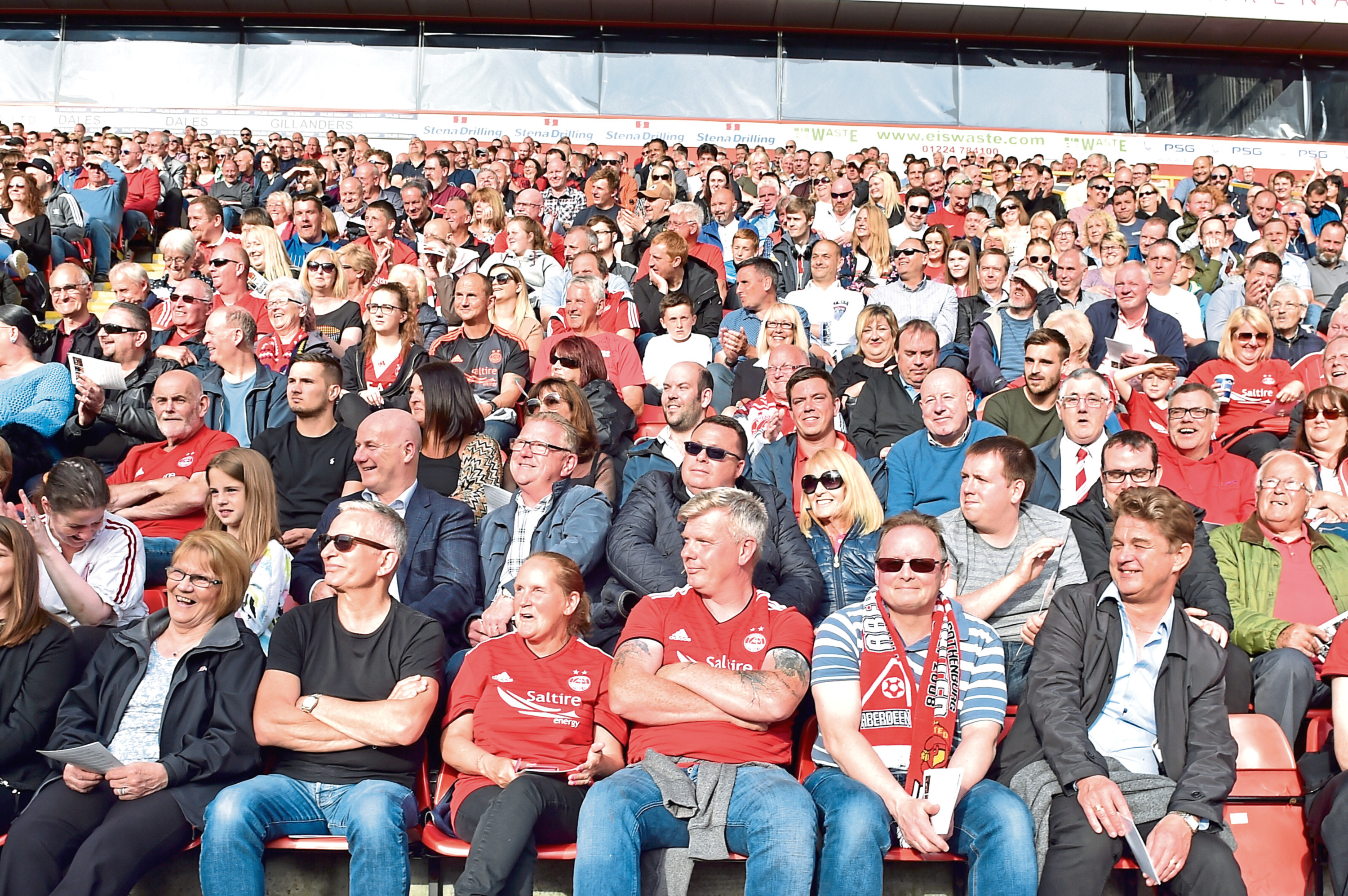 Fans gathered in their thousands at Pittodrie to pay their respects to Neale Cooper.