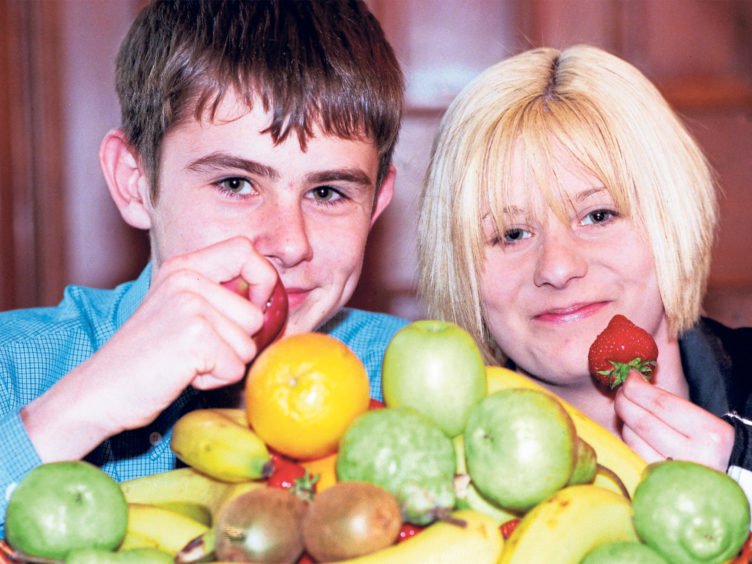 Fourth year pupils Sean McBain and Laura Carroll enjoy some fresh fruit at the launch of Tomorrow's Health Today at Aberdeen Town House in 1998