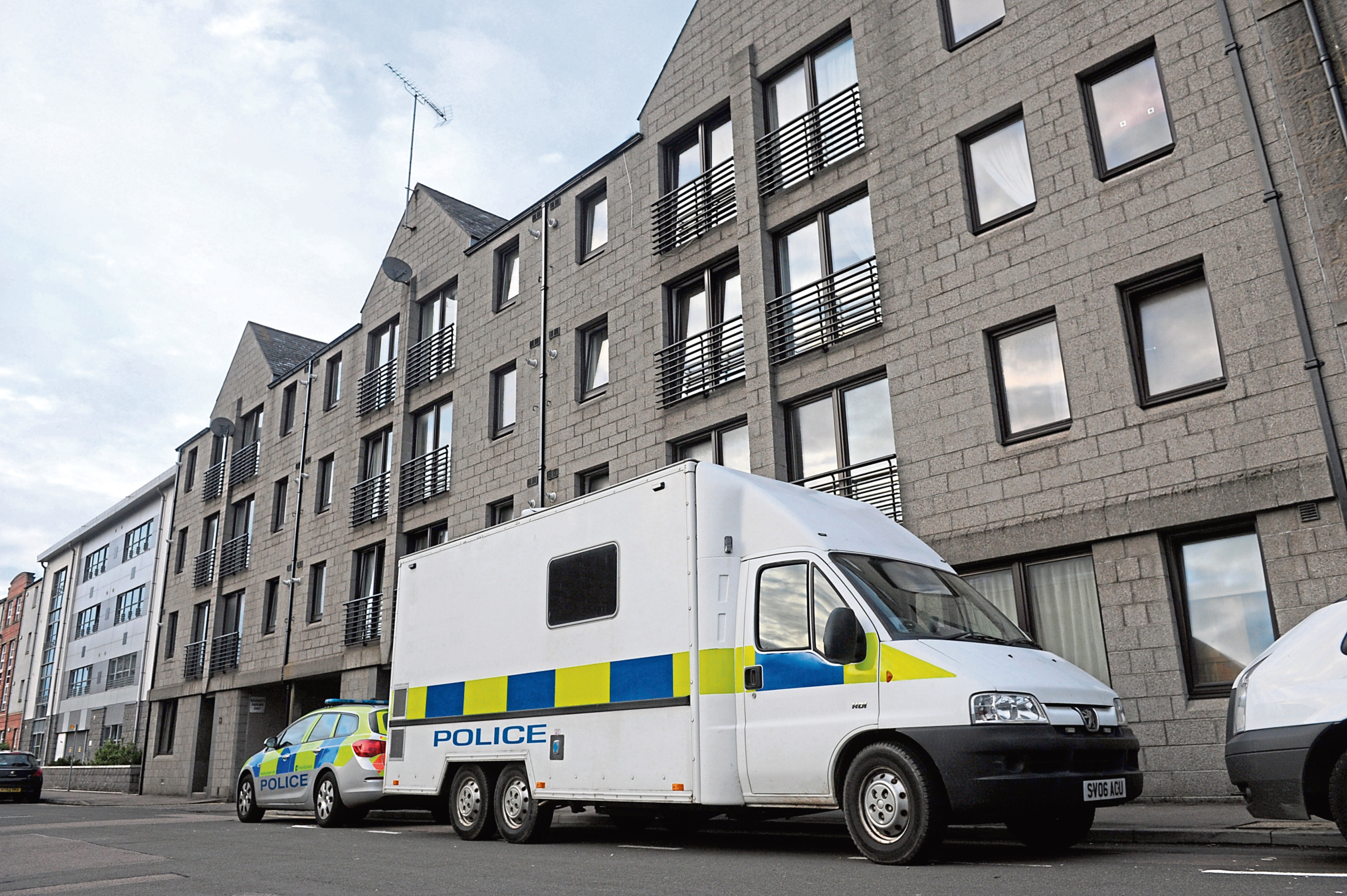 Locater of police on Holland Street, Aberdeen.  14th September 2015.  Picture by KATH FLANNERY