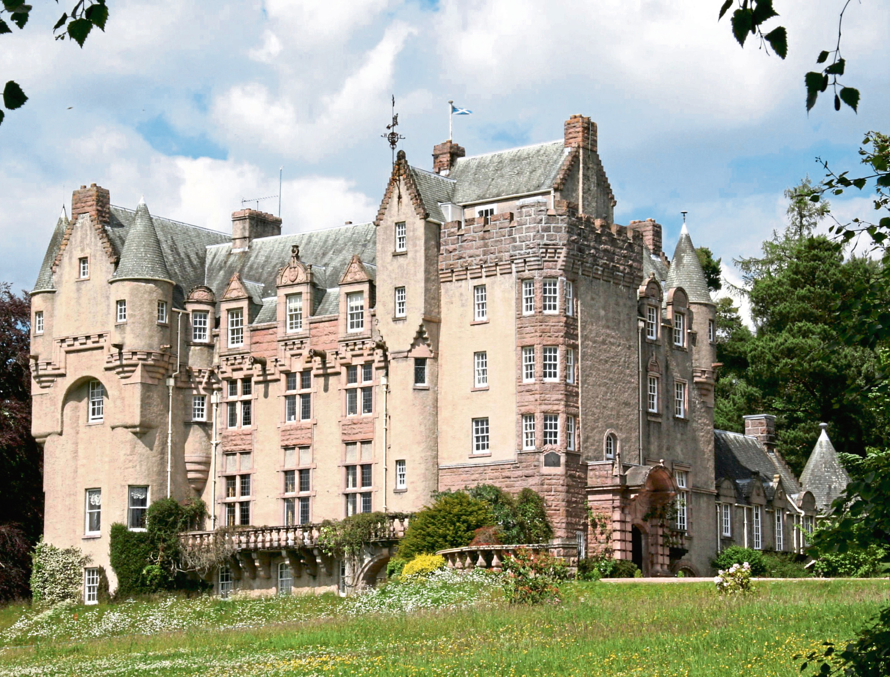 The performance will be held at Kincardine Castle