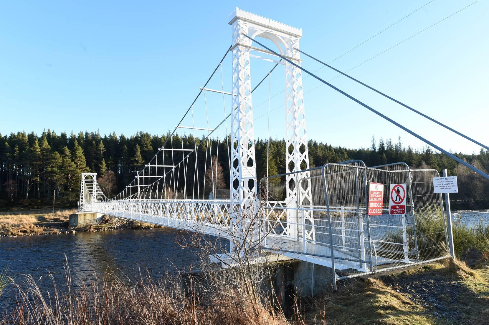 Polhollick footbridge