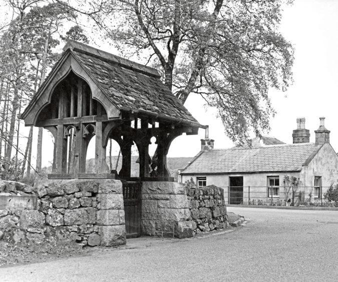 The picturesque gateway to St Thomas's Episcopal Church, Aboyne