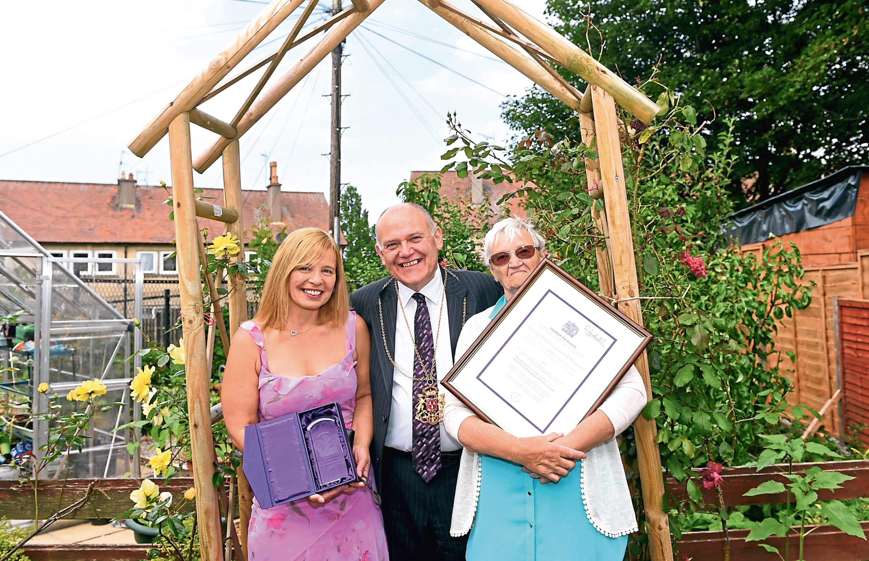 Cummings Park community flat has been awarded with a Queens Award, and will be presented with it at an event on 26th july. Pictured from left, Donna Sim, Development Worker, Lord Provost Barney Crockett and Pat Lawrence, Chairperson and gardener. 26/07/18 Picture by HEATHER FOWLIE