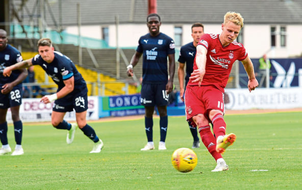 Aberdeen's Gary Mackay Steven scores to make it 1-0 against Dundee.