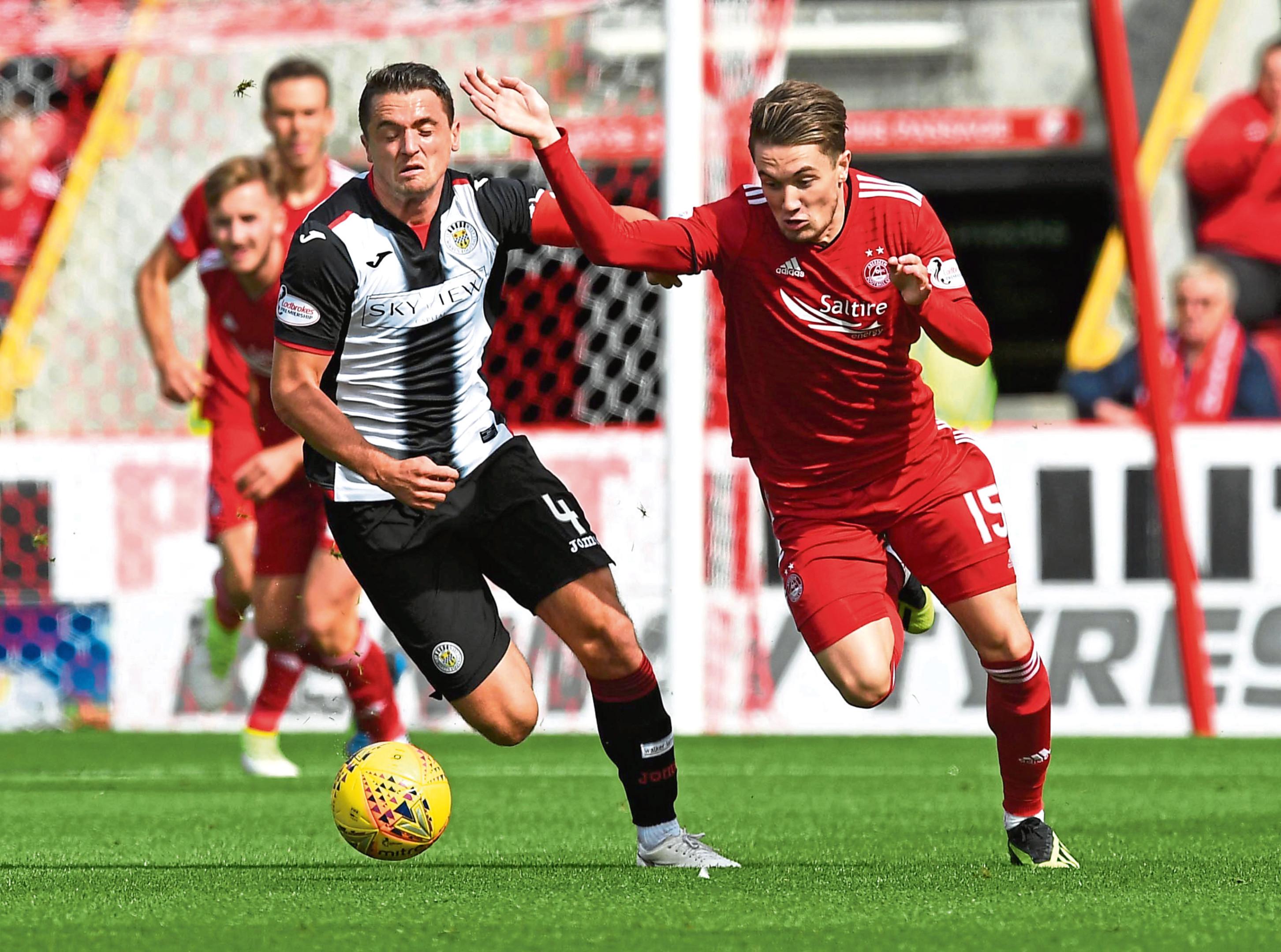 Aberdeen's Scott Wright, right, in action with St Mirren's Stephen McGinn.