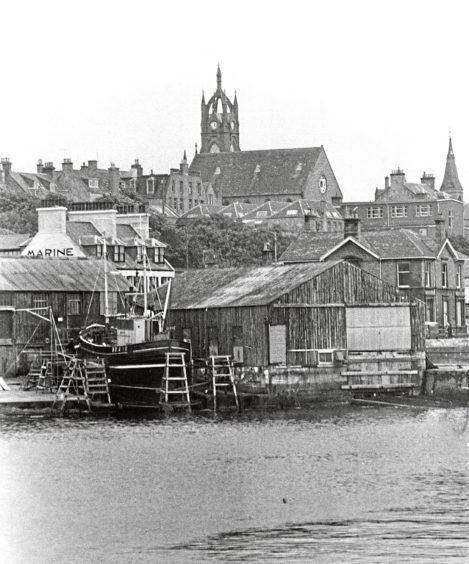 1976:  The distinctive crown tower and the nave of Buckie North Church