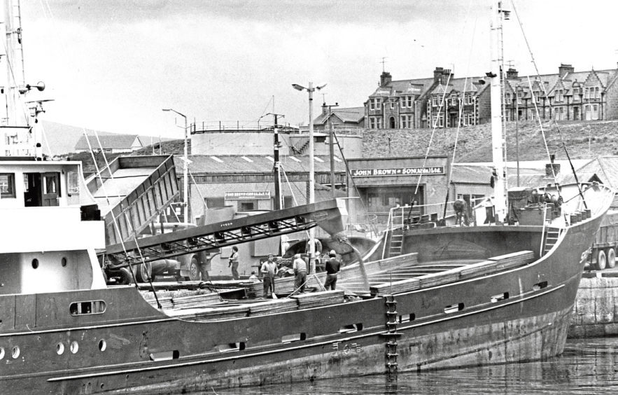 1979: Loading grain destined for the Continent