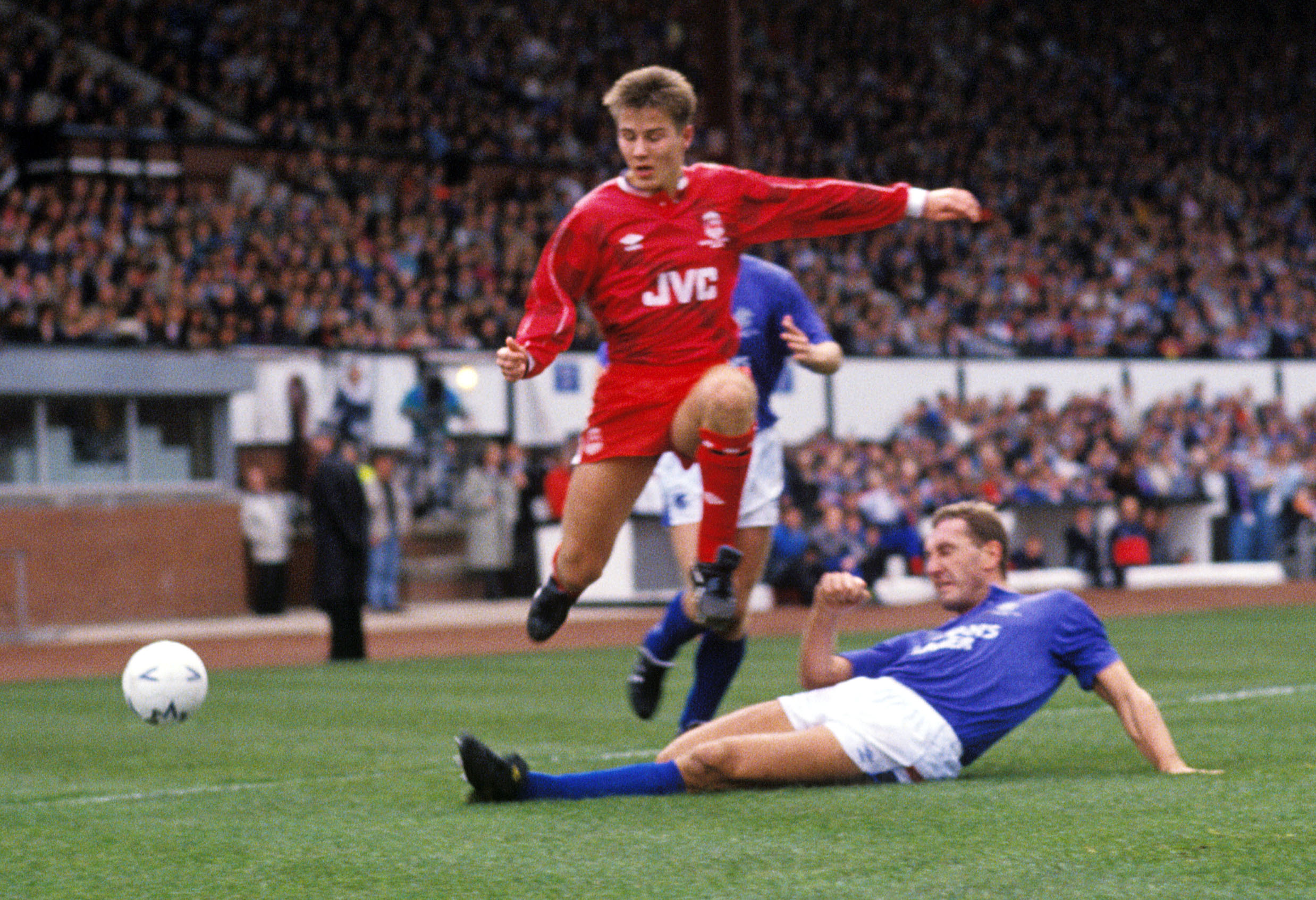 Aberdeen's Eoin Jess, left, rides a tackle from Terry Butcher when the Dons won the Skol Cup