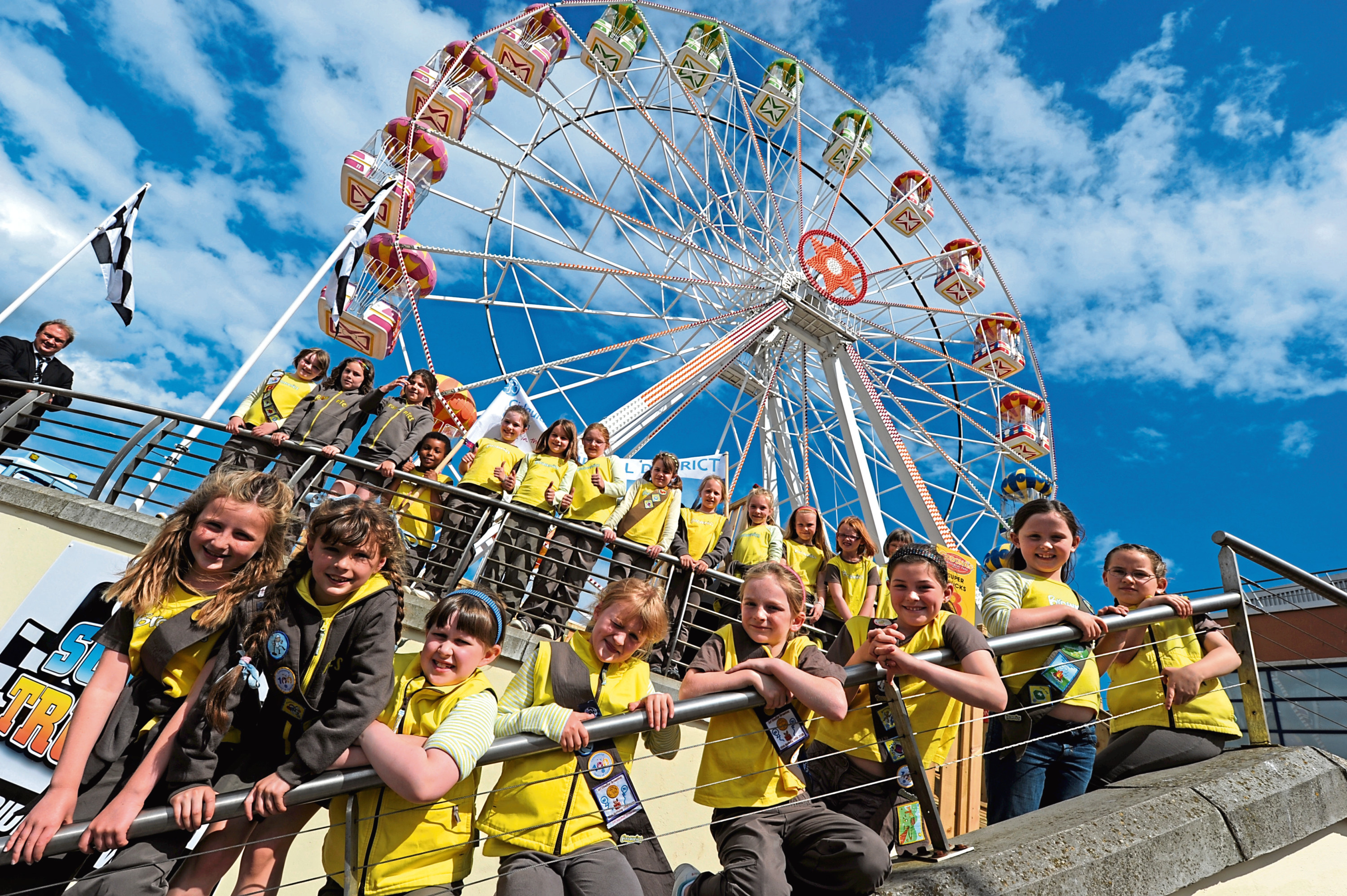2010: Brownies took over the giant Grampian Eye wheel at Codonas to complete their Adventure badges