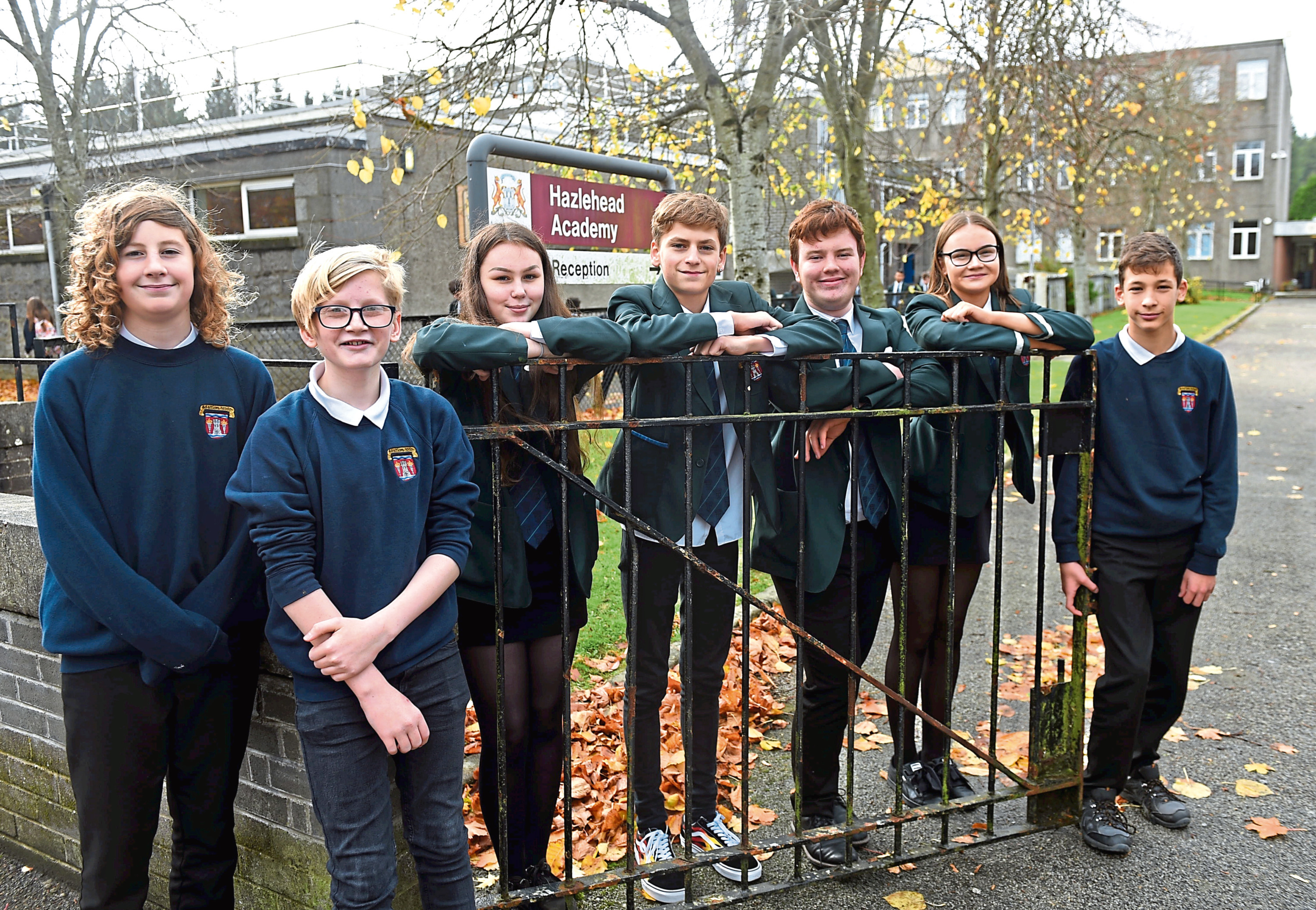 A group of youngsters from an Aberdeen school stopped to help a woman in distress.
