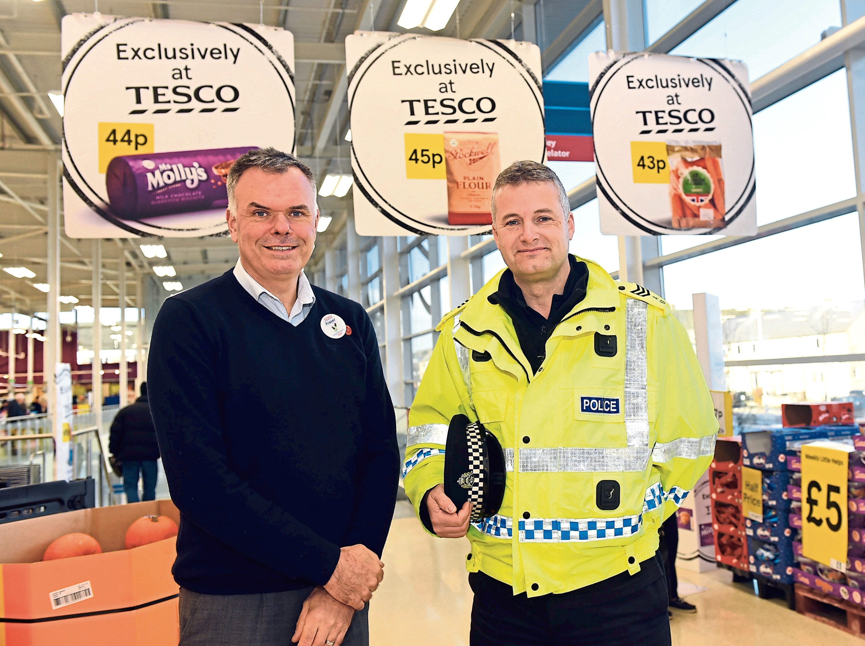 Sgt Simon Lewis-Dalby and Tesco store manager, Fraser Wenseth