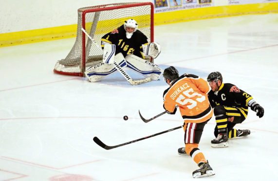 Aberdeen Lynx and Dundee Tigers during their match in the Granite City.