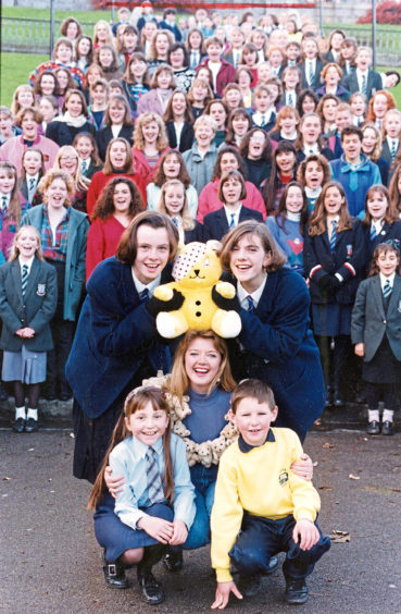 1992: Entertainer Fiona Kennedy and school pupils recording for Children in Need in Union Terrace Gardens