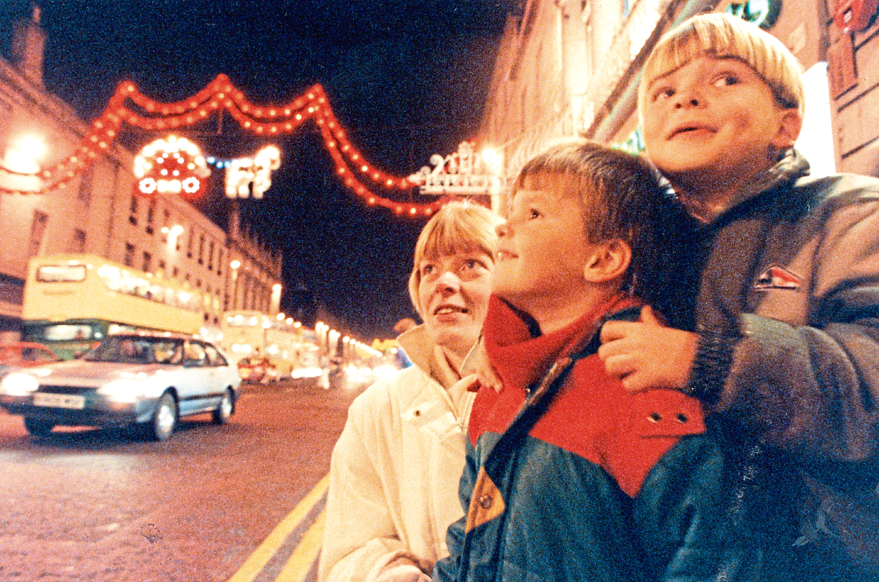1990: Liz Grant and her sons Malcolm, 4, and Andrew, 6, admire the Christmas lights
