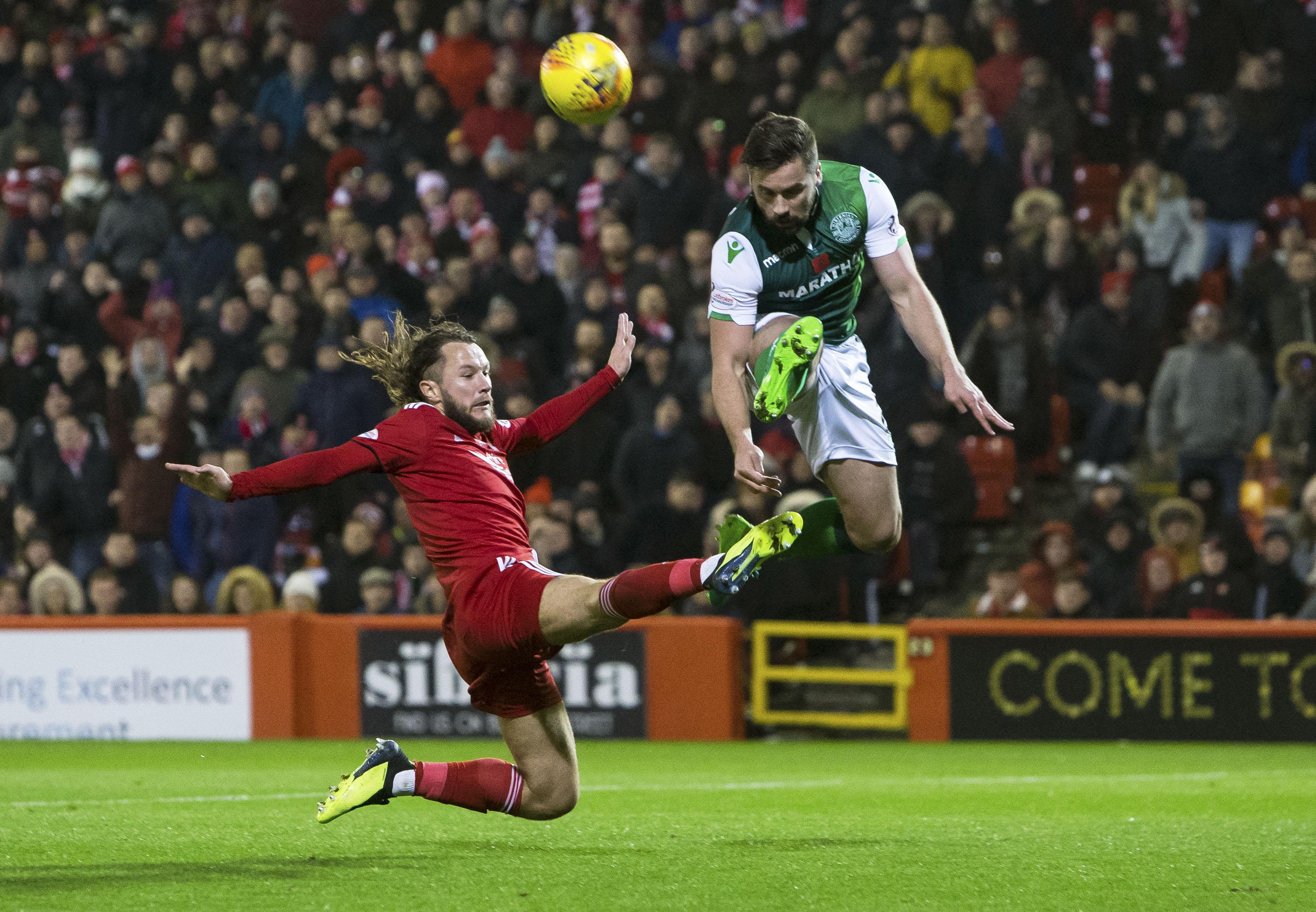 Aberdeen's Stevie May, left, in action with Hibernian's Darren McGregor.