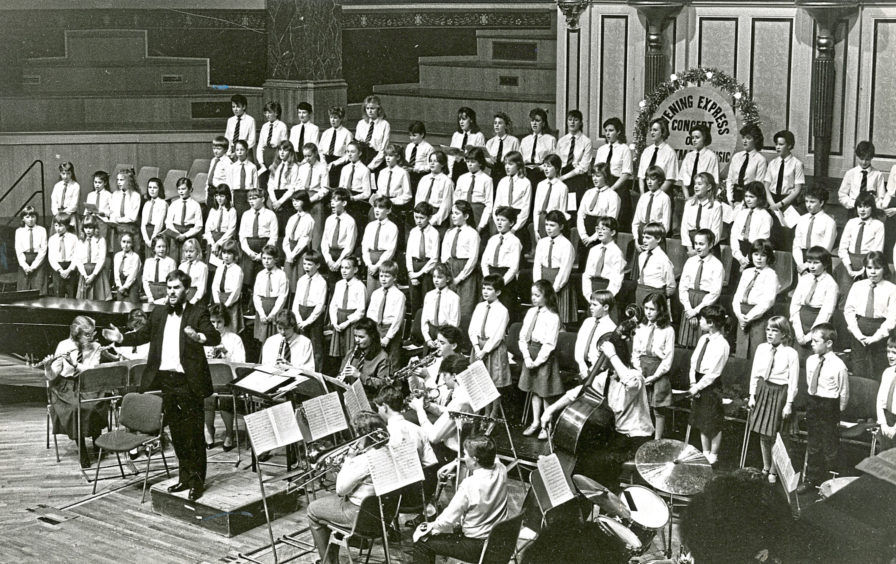 Primary and senior girls choirs in 1987