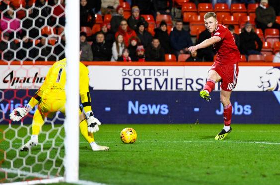 Aberdeen's Sam Cosgrove scores to make it 2-0.