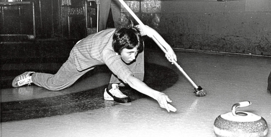 1976: 16-year-old Mark Shewan demonstrates his style as he delivers a stone