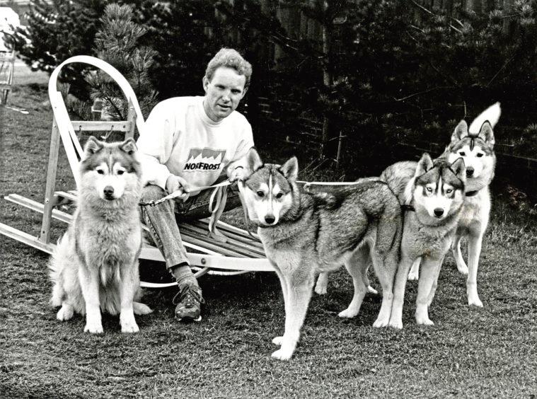 1989: Martin Bundy, relaxes with his Siberian husky dogs Zara, Mikki, Sasha and Lukeria after a practice run