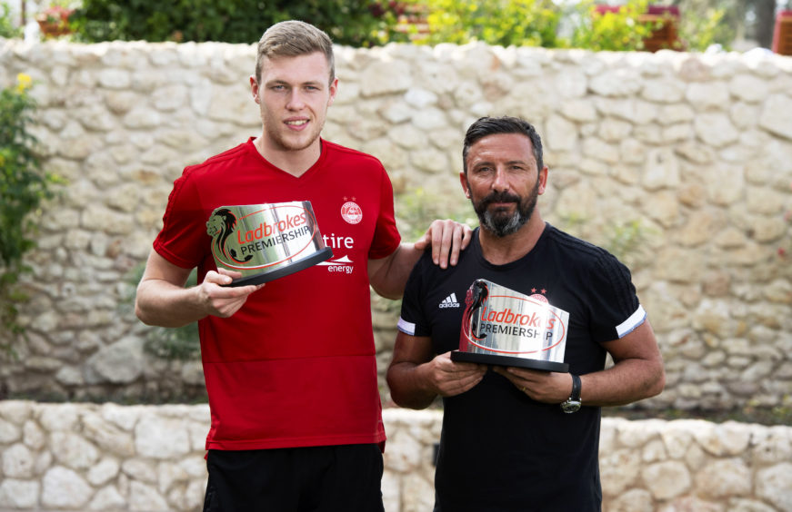 Aberdeen's Derek McInnes and Sam Cosgrove with their manager and player of the month awards for December.