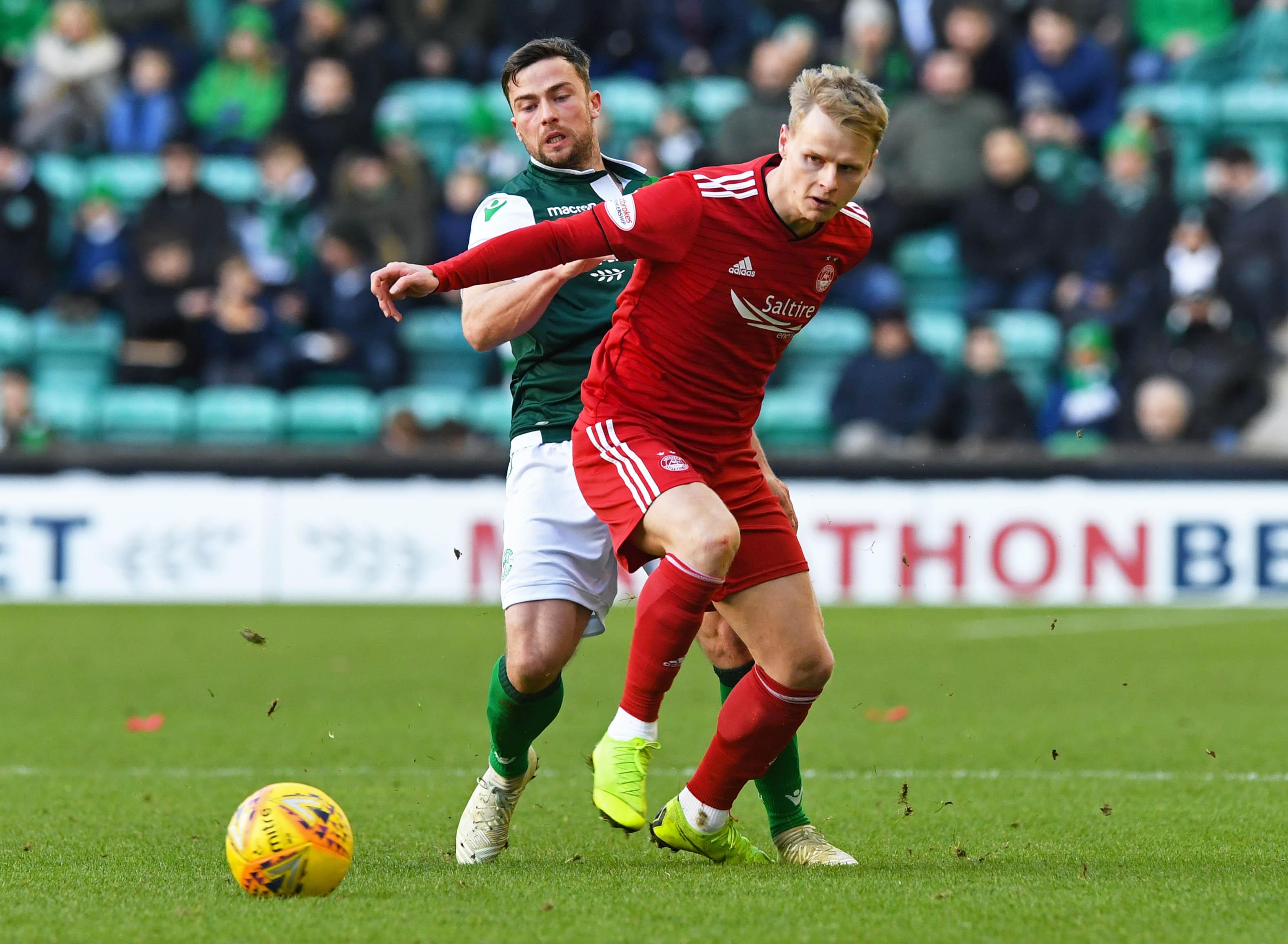 Aberdeen's Gary Mackay-Steven in action with Hibernian's Lewis Stevenson.